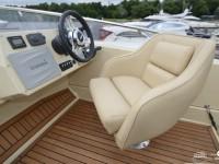 Водительское место катера North Silver Pro 1440