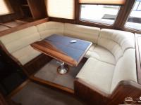 Мягкие диваны для пассажиров катера North Silver Pro 1440