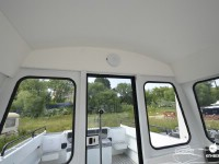 Раздвижная дверь кабины с замком катера North Silver PRO 745 cabin