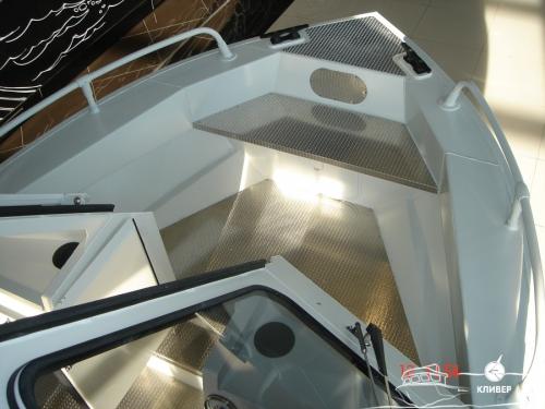 Носовой кокпит катера North Silver Pro 665 Cabin