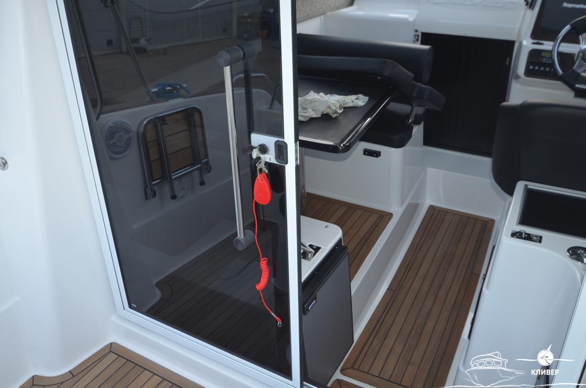 Дверь в рубку катера Silver Condor Star Cabin 730