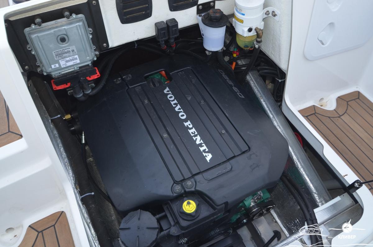 Двигатель катера Silver Condor Star Cabin 730