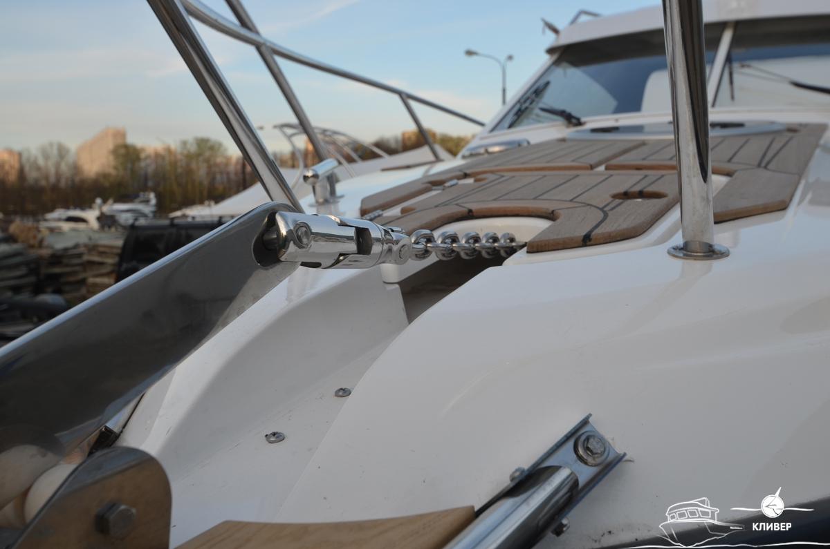 Носовая часть катера Silver Condor Star Cabin 730