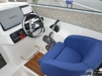 Место водителя катера Silver Condor Star Cabin 730